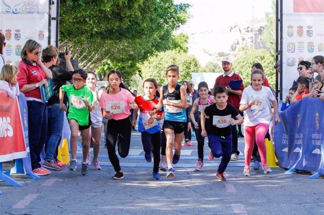 Las carreras infantiles cada vez registran una mayor participación.