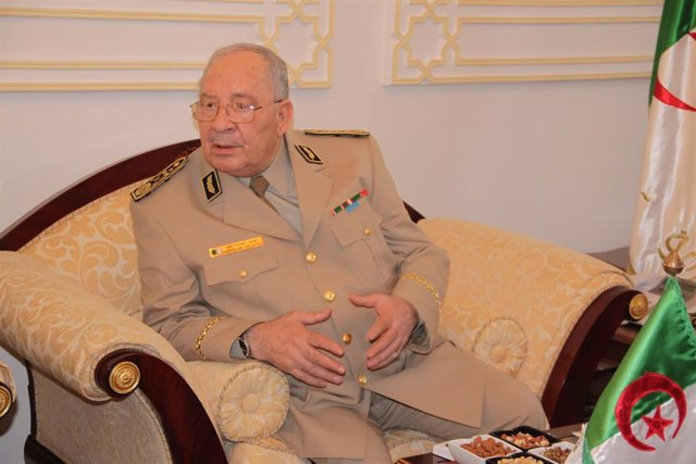 Algeria army chief Ahmed Gaid Salah demands Bouteflika to step down