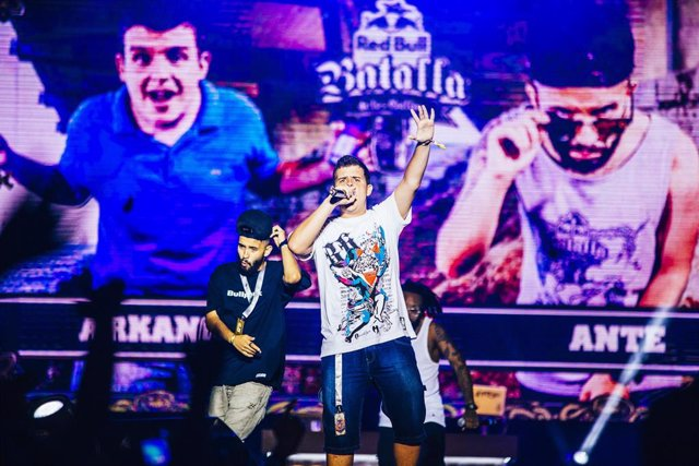 Arkano, winner of the 2015 Red Bull Batalla de los Gallos, performs on the stage