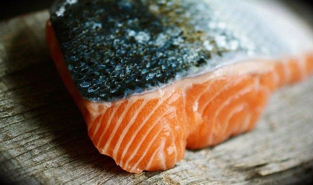 EEUU.- Un estudio confirma que comer más salmón o nueces reduce los síntomas del asma en niños