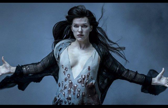 """Genial respuesta de Milla Jovovich a las críticas a Hellboy: """"¡También será un clásico!"""""""