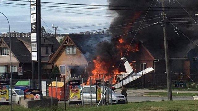Al menos seis muertos tras estrellarse una avioneta contra una casa en la ciudad de chilena de Puerto Montt