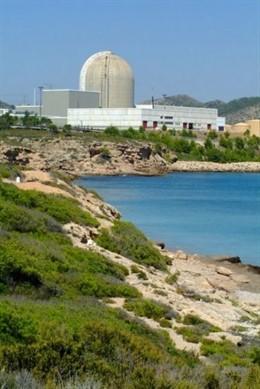 Vista Panorámica Desde El Mar De La Nuclear De Vandells II