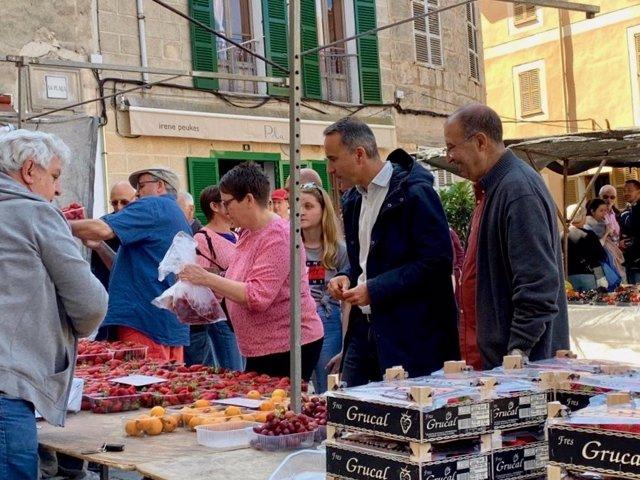 """Pere Joan Pons reafirma su compromiso con la gente mayor y la """"sostenibilidad de las pensiones"""""""
