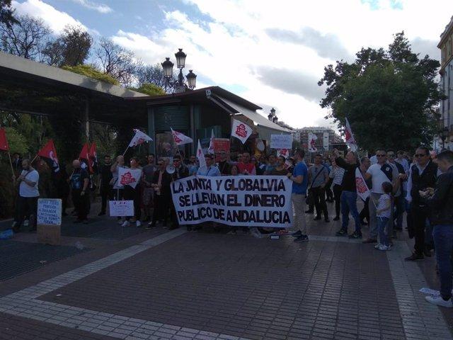 """Sevilla.-La plantilla del metro protesta en la Puerta de Jerez y avisa que la empresa tiene hasta """"20 trenes preparados"""""""