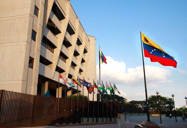 El Supremo de Venezuela ordena a la ANC revocar la inmunidad parlamentaria de Guaidó
