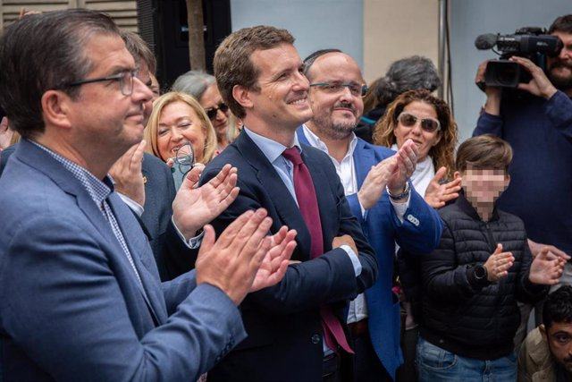El presidente nacional del PP, Pablo Casado, visita Tarragona y las instalaciones de Air-med en Reus