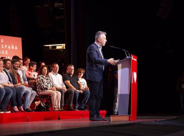 El secretario general del PSOE y presidente del Gobierno, Pedro Sánchez, interviene en un acto en Arona, Tenerife