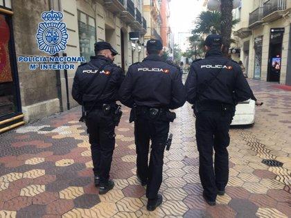 Detienen a un hombre por agredir al novio de su expareja en un apartamento del sur de Gran Canaria