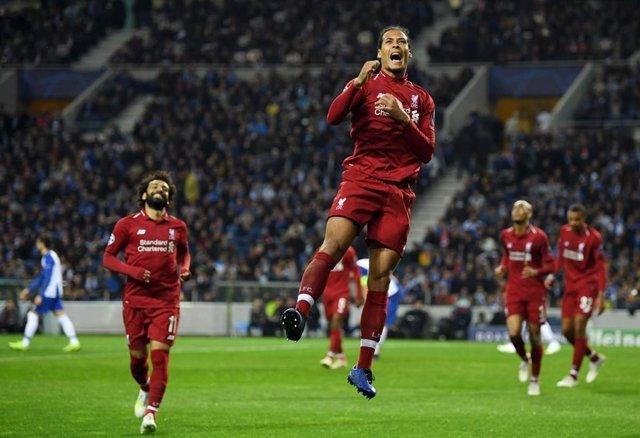 El central neerlands Virgil van Dijk celebra un gol amb el Liverpool.