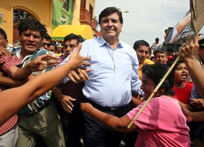 Filtran imágenes del expresidente de Perú Alan García atendido por lo médicos tras dispararse en la cabeza