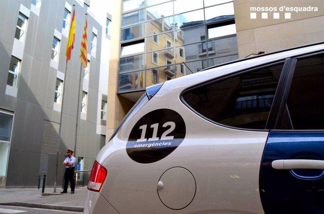 Successos.- Ferida una dona en caure-li una part de la finestra d'un hotel de Barcelona