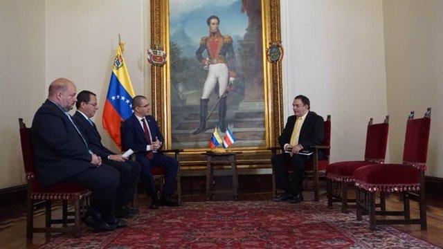 """Costa Rica """"deplora"""" el retiro de las credenciales diplomáticas a su encargado de negocios en Venezuela Danilo González"""