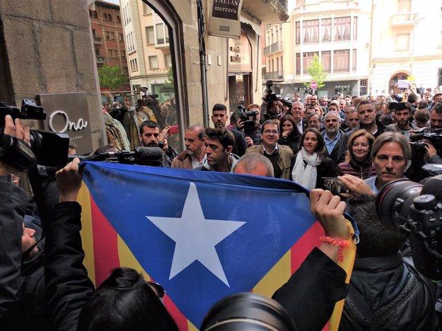 """AMP.- 28A.- Arrimadas es increpada en Vic (Barcelona) y reivindica a Cs como garantía de """"libertad"""""""