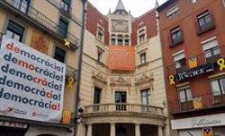 Els Mossos retiren la nova pancarta de l'Ajuntament de Berga (ACN)