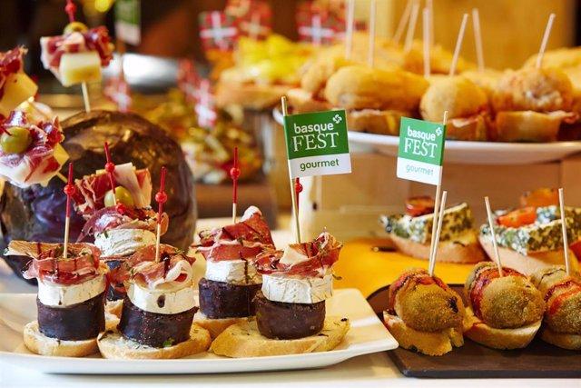 Basque FEST abre su gran carpa 'Txoko Gourmet' y acoge las exhibiciones de herri kirolak en el Arenal bilbaíno