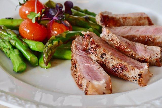 ¿Qué Ocurre Si Comes Alimentos Caducados Y Por Qué Deberías Tener En Cuenta Las Etiquetas De Los Productos?