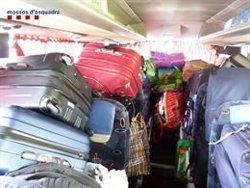 Immobilitzen a Aiguaviva un autocar i sancionen l'empresa per viatjar amb excés de pes i una roda en mal estat (ACN)