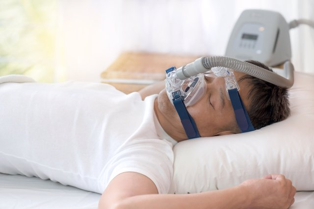 Un paciente con una elevada presión arterial presenta mayor riesgo de sufrir apnea del sueño, según un experto