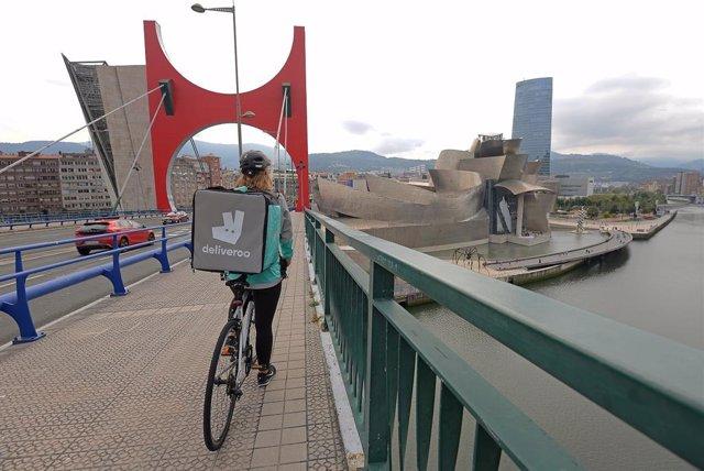 Deliveroo doblará su presencia en España en los próximos dos meses con la llegada a Oviedo y otras 29 nuevas ciudades