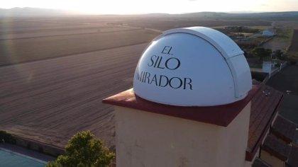 Un antiguo silo de cereal, un lugar donde hospedarse en Bello