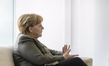 """Juncker opina que la cancellera Merkel estaria """"altament qualificada"""" per a un càrrec en la UE (Jesco Denzel)"""