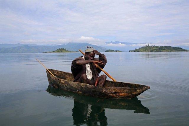 RDCongo.- Hallados los cadáveres de 27 víctimas más del naufragio de una embarcación en el lago Kivu