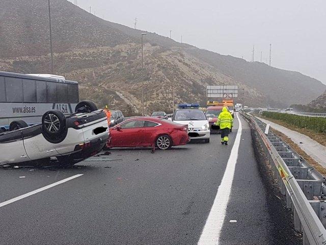 El temporal de Alicante provoca accidentes de vehículos en Orihuela, Novelda y S