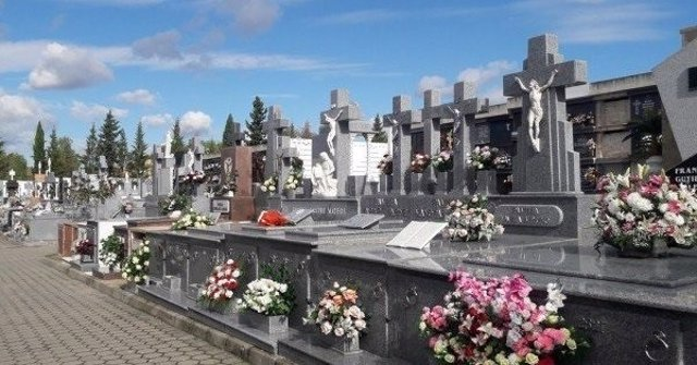 Un cementerio en una fotografía de archivo
