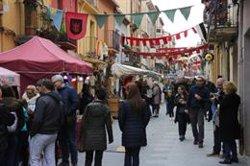 Els carrers d'Hostalric tornen a omplir-se de visitants en la 23ena edició de la Fira Medieval (ACN)