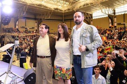 Abascal tiende la mano a los votantes socialistas desencantados para ahuyentar a Pedro Sánchez de La Moncloa