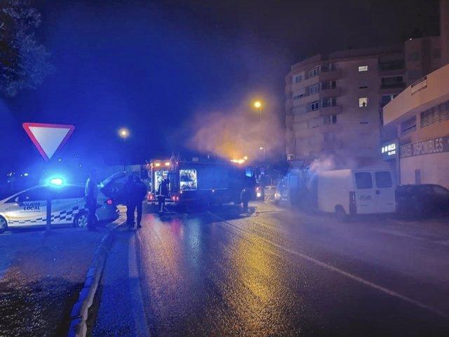 Sucesos.- Un conductor bebido colisiona en Ibiza contra otros dos vehículos provocando un incendio