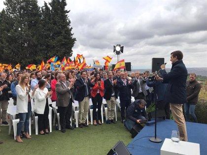 """Casado no se cree el revés al PP de las encuestas porque hay 40% de indecisos: """"Estamos en plena remontada"""""""