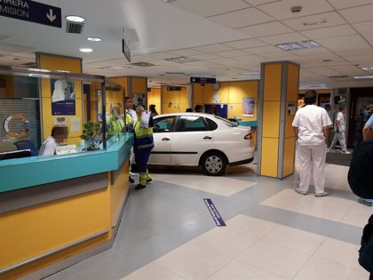 Empotra su coche contra el mostrador de urgencias de un Hospital en Bilbao tras decirle que su familiar debía esperar