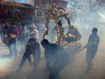 Cúllar Vega (Granada) recibe a su Niño Resucitado con más de 175.000 petardos