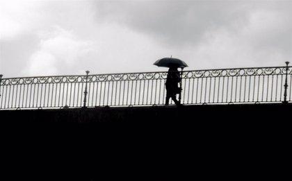 Nueve provincias del este peninsular estarán mañana en aviso por lluvias, viento y olas