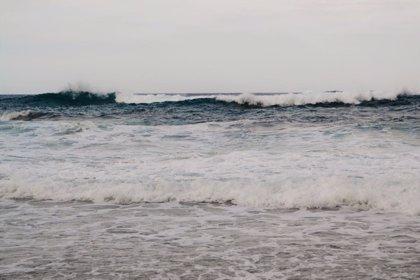 Los fenómenos costeros previstos para este lunes ponen en aviso naranja a Menorca