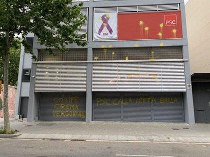 La sede del PSC amanece con pintadas amarillas y referencias a Coripe