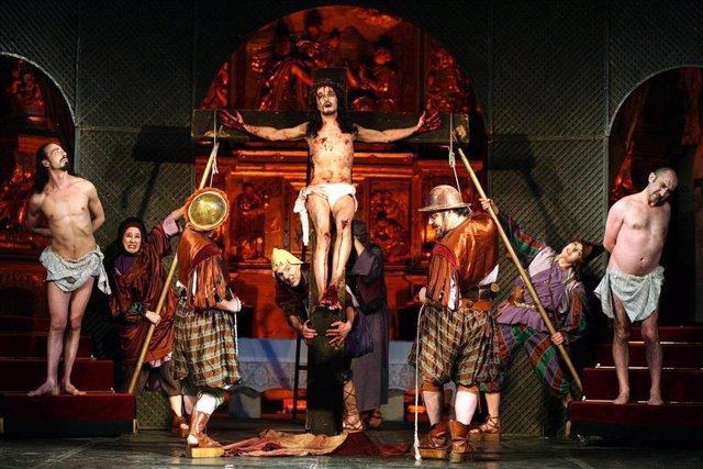 Escena De 'Pasión', De Teatro Corsario