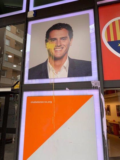Tiran pintura amarilla a la sede de Cs en Barcelona