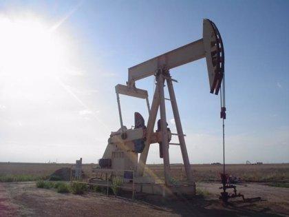 El petróleo supera los 74 dólares por barril y marca máximos anuales por la presión de EEUU sobre Irán