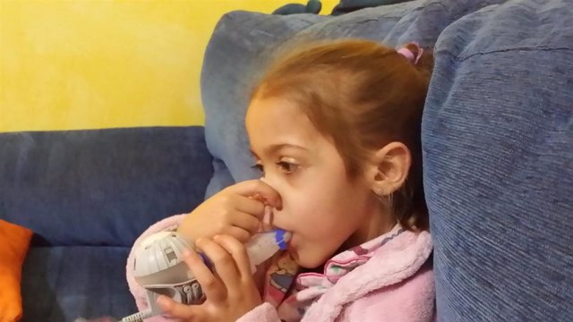 Niña con fibrosis