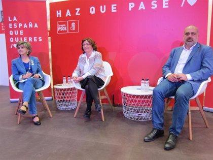 La ministra de Sanidad subraya el compromiso de pasar de los 1.200 a los 2.100 millones de euros para dependencia