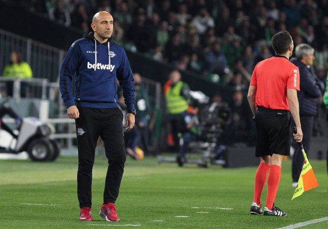 Soccer: La Liga - Betis v Alaves