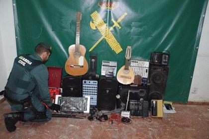 Detenido un joven en Almazán (Soria) por el robo de varios instrumentos musicales y aparatos electrónicos