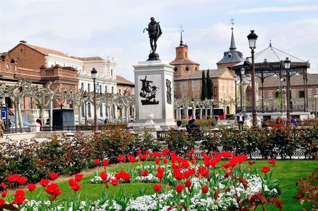 Alcalá se vuelca con la entrega del Premio Cervantes con diversas actividades culturales