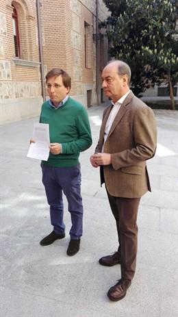 José Luis Martínez-Almeida y Fernando Martínez Vidal en Plaza de la Villa