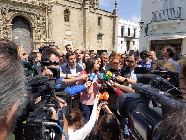 """VÍDEO: Arrimadas: Rivera demostrará en debate que es alternativa a Sánchez, que """"intentará seducir a Torra y Puigdemont"""""""