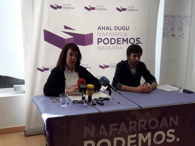 Ainhoa Aznárez y Mikel Buil, parlamentarios de Podemos.
