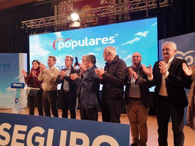 Alberto Nuñez Feijóo, Jaime de Olano y José Manuel Barreiro, entre otros, en un acto de campaña del PP en Lugo